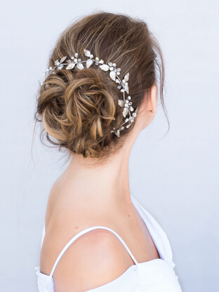 Latest Trends in Bridal Hair Accessories